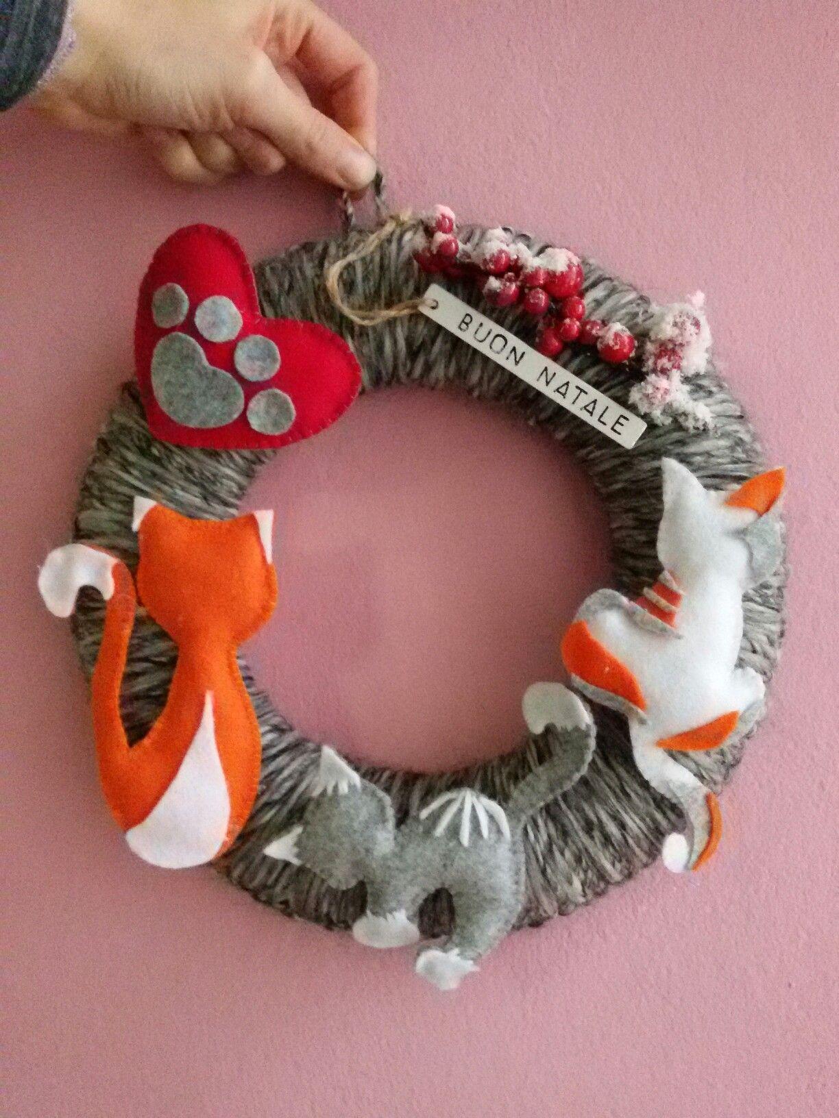 Photo of Decorazione natalizia fuori porta ghirlanda, gatti, zampa, gatto