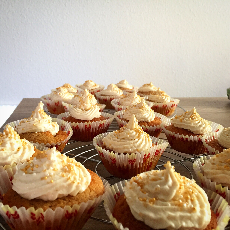 Apfelzimt Muffins mit Frischkäse Topping - Rezept auf meinem Blog - miri.monsterlie.de
