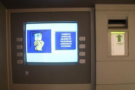 Caixa eletrônico em latim na Cidade do Vaticano, Roma | Vaticano ...