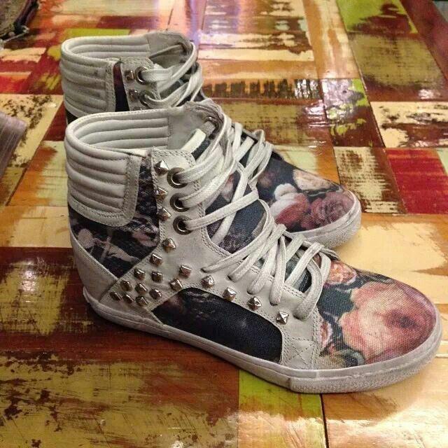 John John tennis shoes