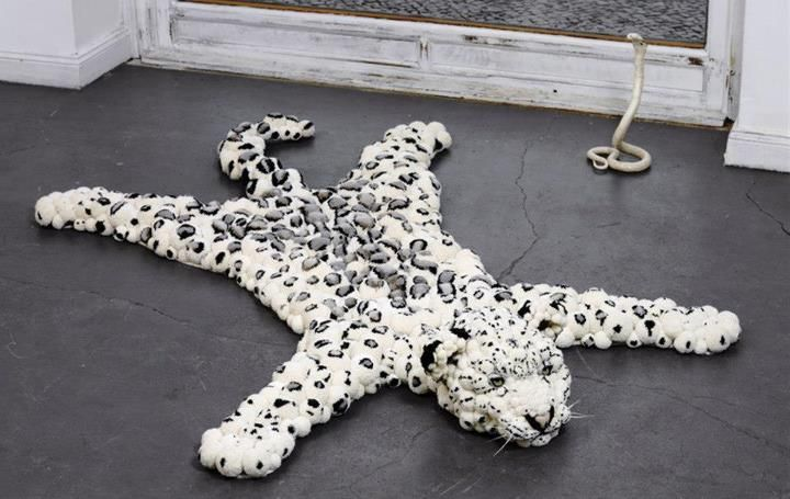 imitation tiger skin rug made ​​of pompoms.. it isn't sweety???