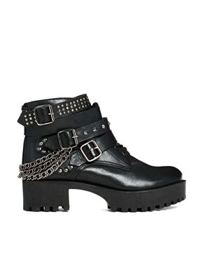 b40ec7ee06ff7 These boots have flown to the very top of my wish list. Just look at ...