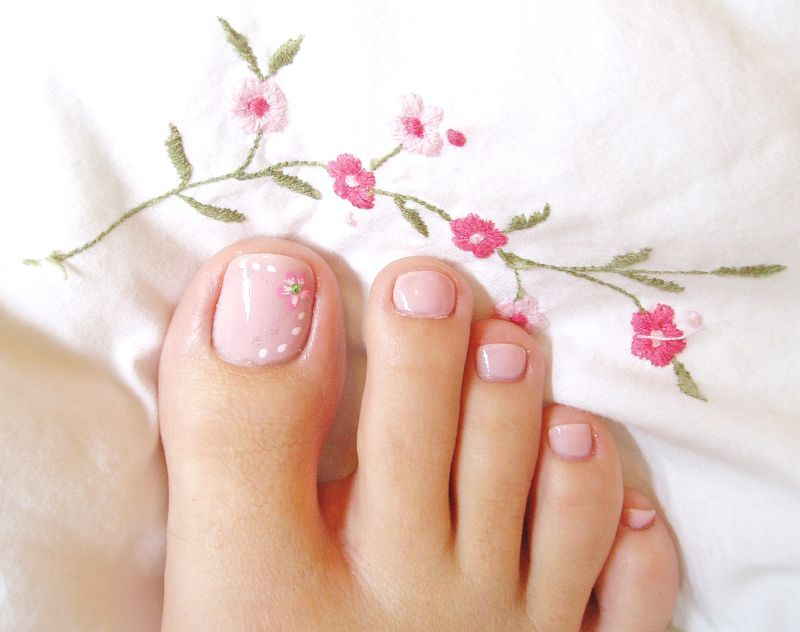 Soft pink toe nail art with white dots and flower. Read more on www ...