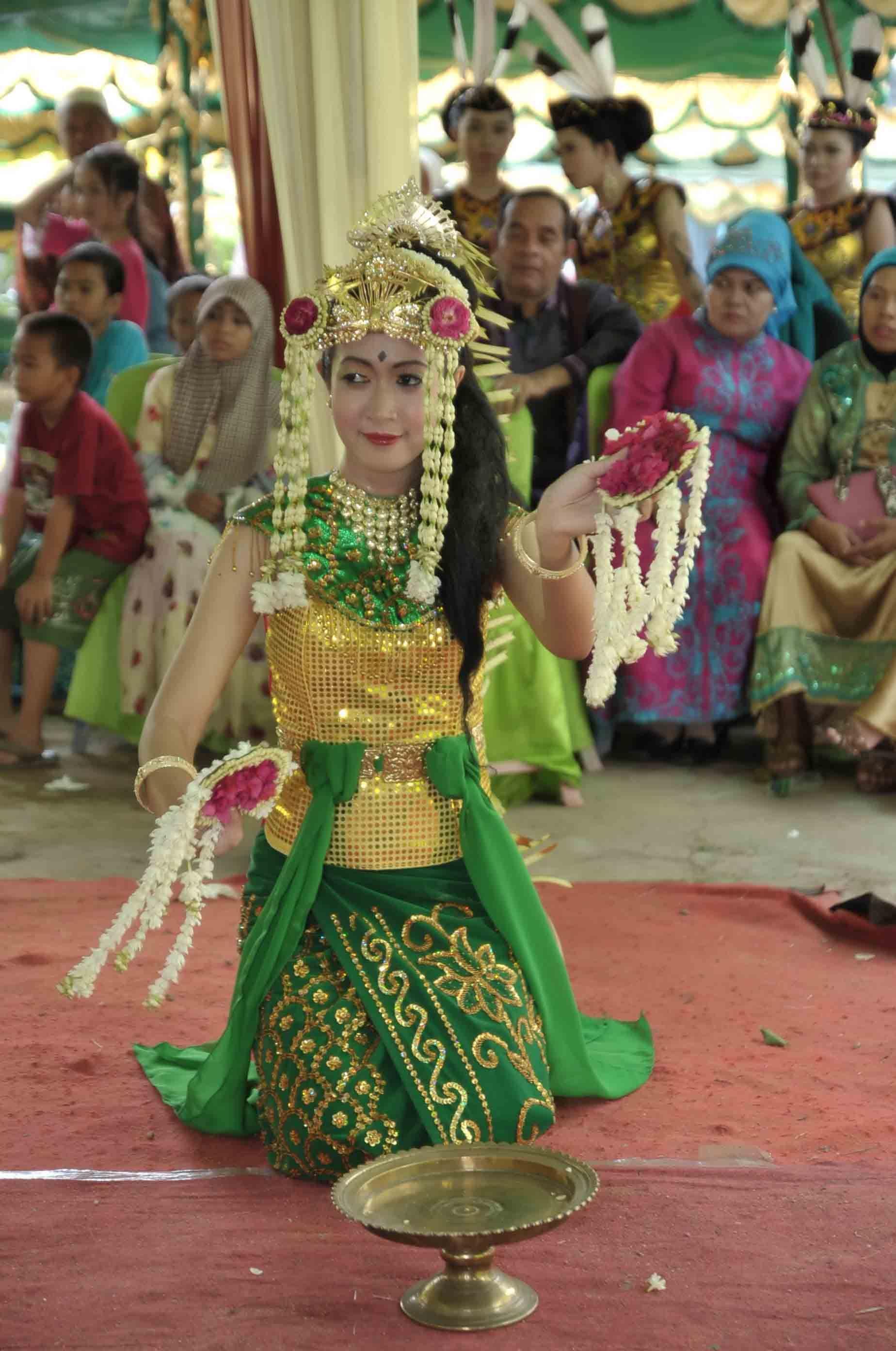 Kalimantan Selatan Pakaian Adat