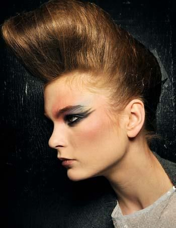 db5b9a9754a9 Peinado y maquillaje de los años 80