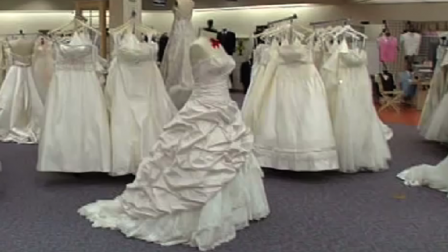Should You Rent Your Wedding Dress Pros Cons Rent Wedding Dress Rental Wedding Dresses Wedding Dresses