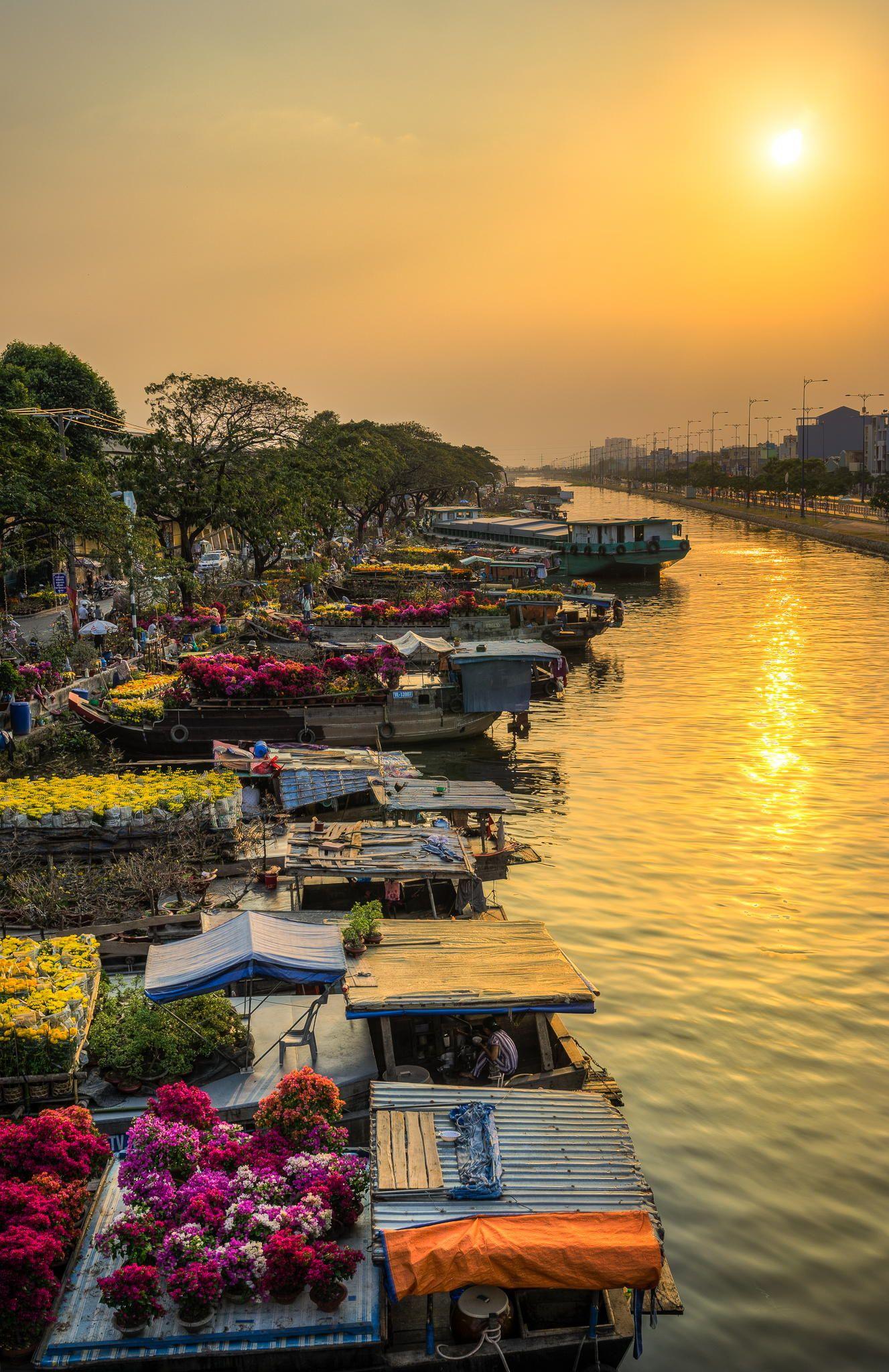 Binh Dong Floating Flower Market.Floating Flower Market At Binh Dong Canal During Chinese New Year