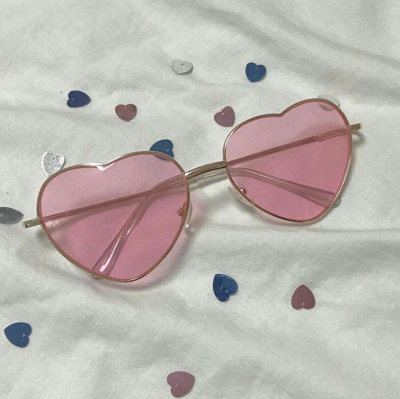 5d845c4d1ffa •imabsolutelysmitten• Heart Sunglasses