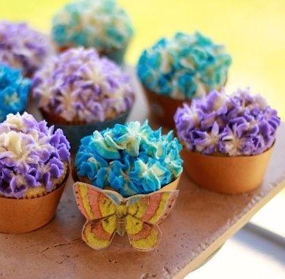 Vanilla Cupcakes with Vanilla (Crusting) Buttercream #crustingbuttercream