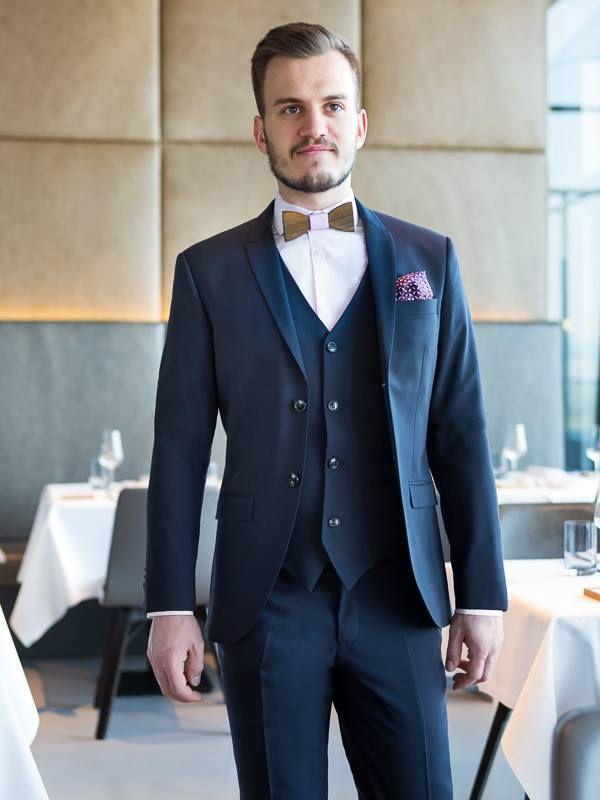Ein Edler Dreiteiler Fur Besondere Anlasse Modegarhammer Herrenmode Tigerofsweden Anzug Dreiteiler Herren Mode Anzug Edel