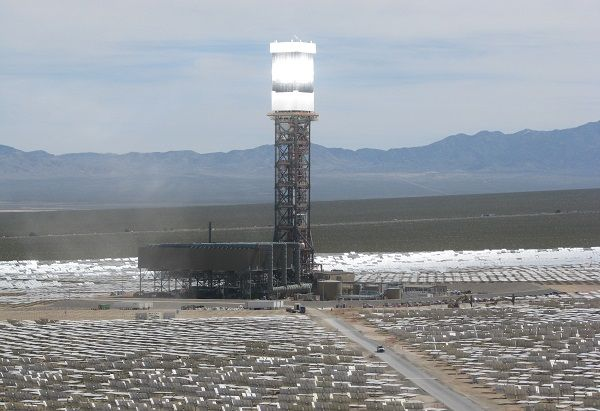 Giant Solar Tower In California Powers Up Solar Thermal Energy Solar Thermal Thermal Power Plant