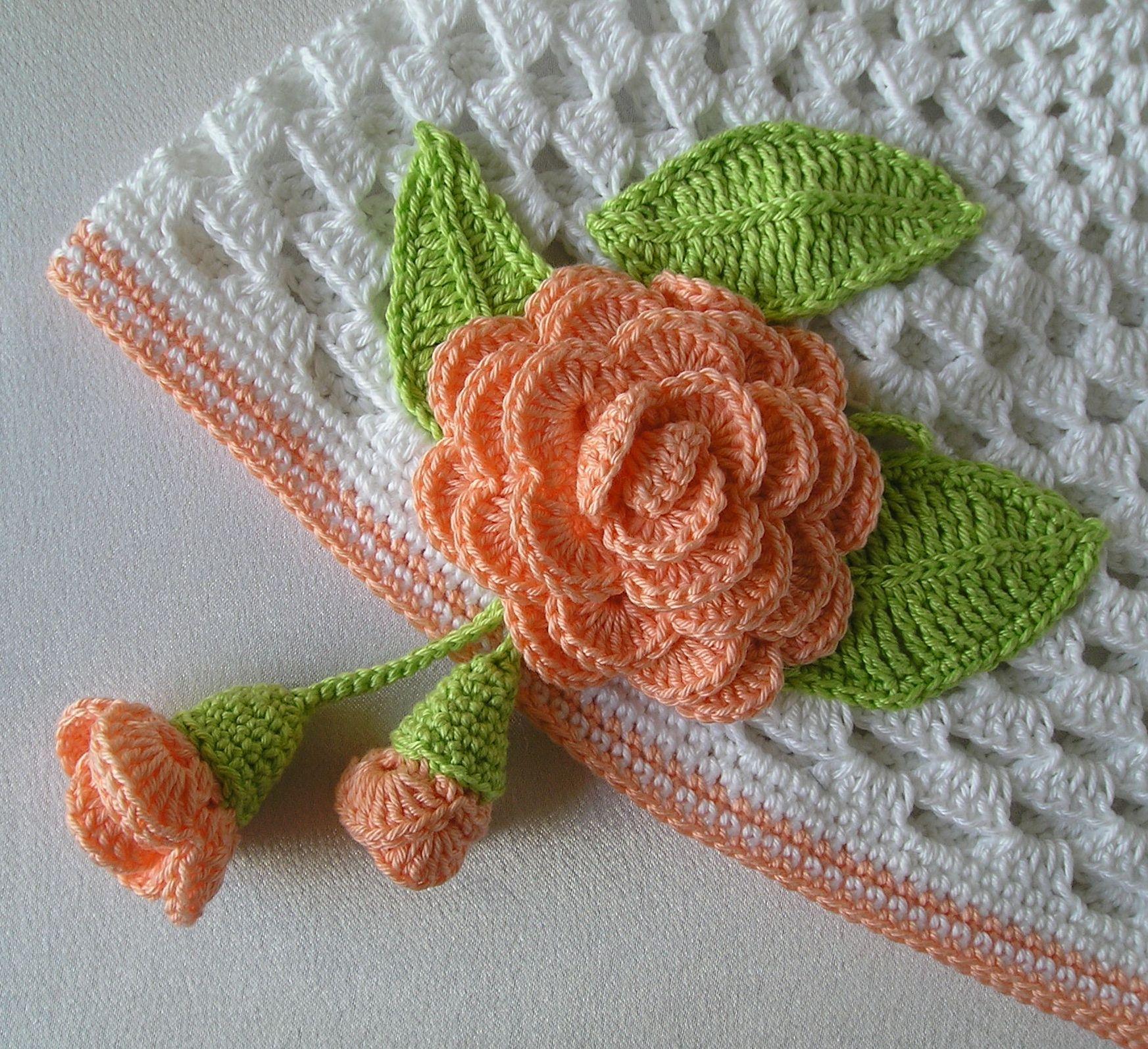 Шапочка с чайными розами