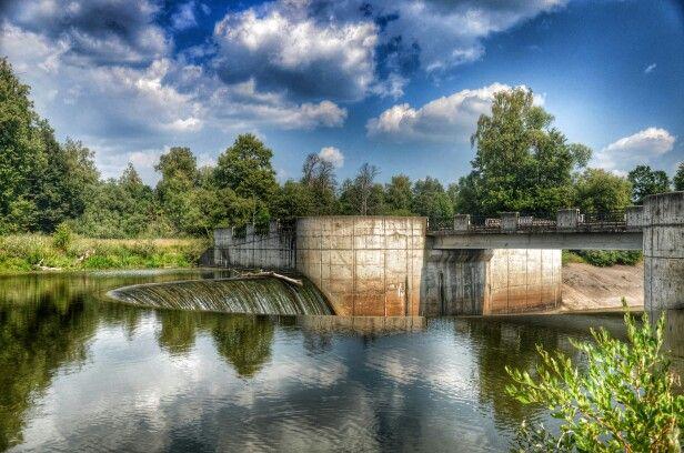 Исторический памятник, построена в1920-хна рекеЛамаоколо селаЯрополец, мощность станции составляла около 0,01 МВт, разрушена в1941 году, в1980 годувосстановлена как памятник истории.