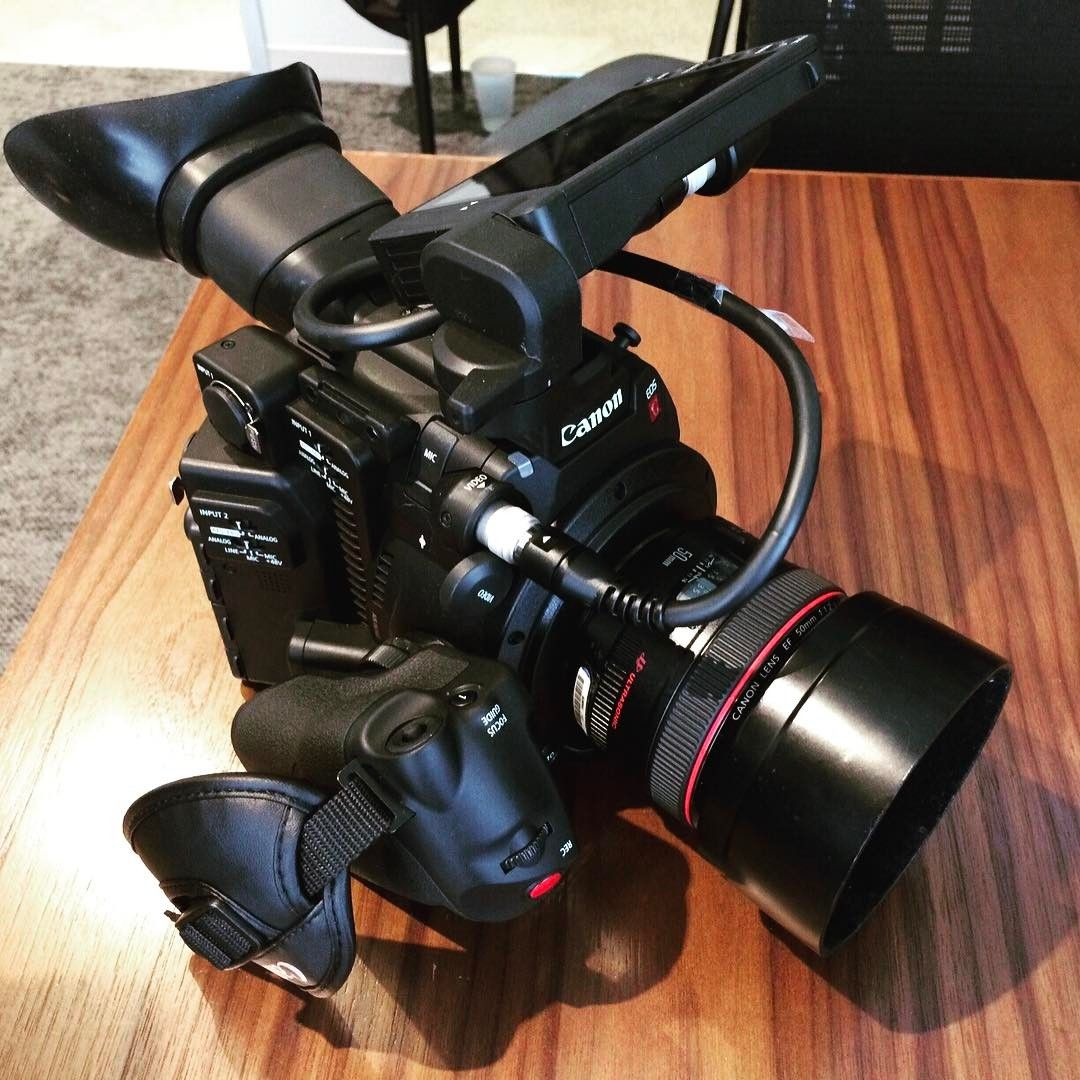 Canon C200 with LM-V1 Touch LCD Monitor Mounted Directly to