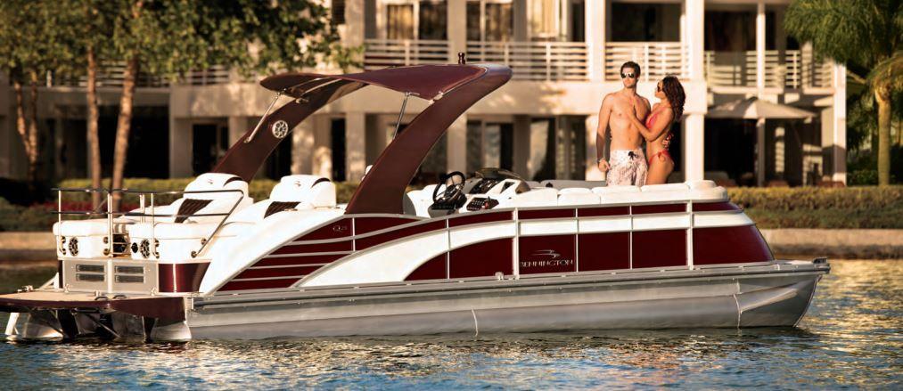 Q Series Luxury Pontoon Boats By Bennington Luxury Pontoon Boats Pontoon Boat Pontoon