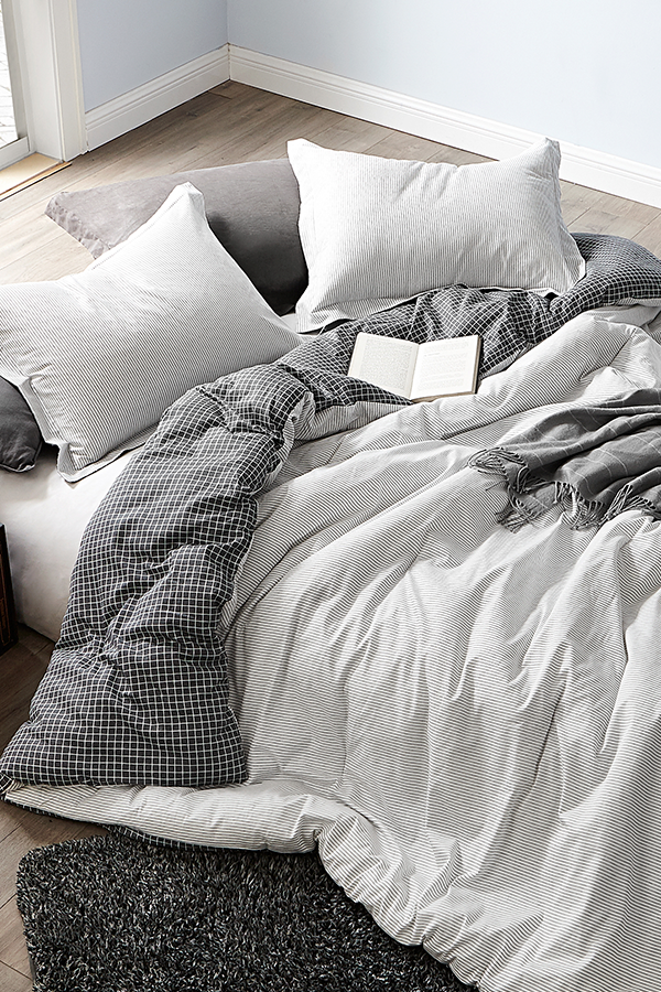 Photo of Contrarian – Black and White – Twin XL Comforter