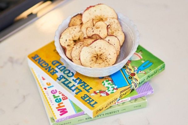 Love this idea for baked apple chips via realgirlskitchen