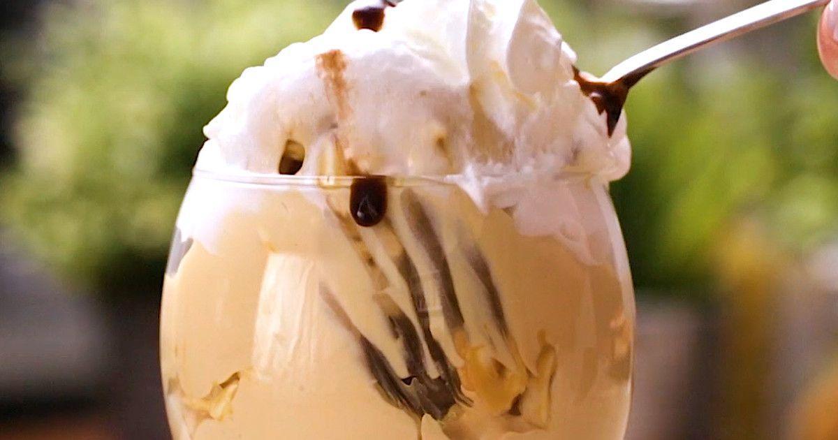 Či už nevieš piecť, alebo si len lenivý, nezúfaj. Výborná maškrta sa dá vytvoriť aj bez rúry a zbytočnej námahy. Stačí zmiešať burizóny s karamelom, poliať ich šľahačkou, čokoládou a sladká bomba je n...