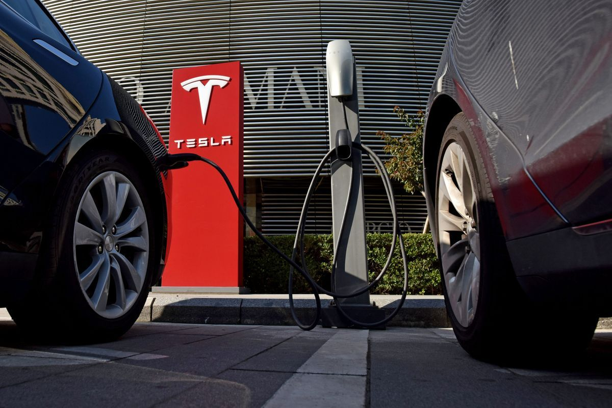 A 2 7 Trillion Chasm Stands Between Electric Vehicles And The Infrastructure Needed To Make Them Popular Tesla Electric Cars World