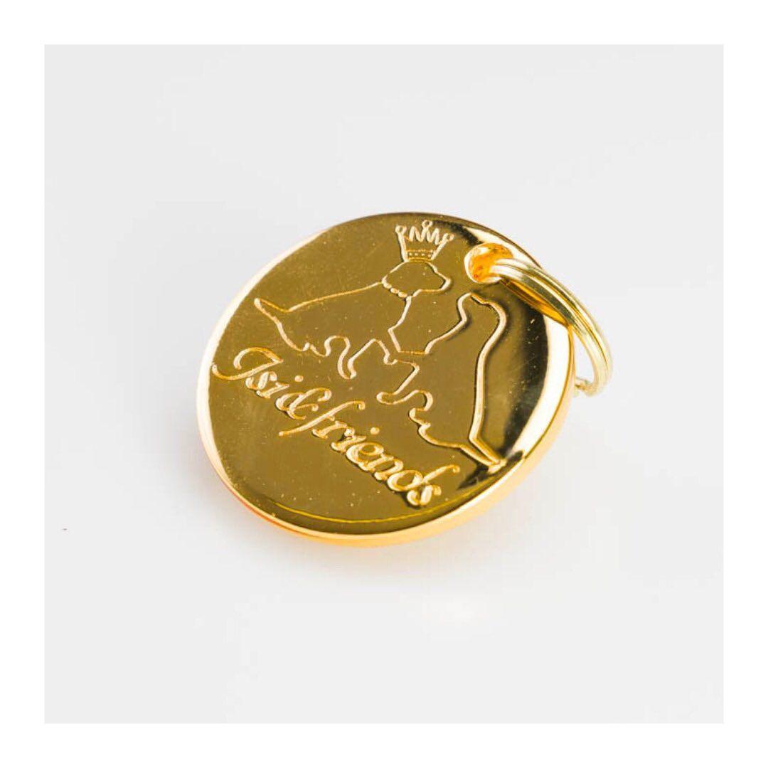 Incidere il tuo nome... per sempre nel mio cuore. ⠀ 👉 Gold Medal ordinabile solo su prenotazione ordered by reservation only ⠀ Prenota la consulenza con la Designer ❤️ Book your consultation with our designer ⠀ 🖲 Push the button Book now!@isiandfriends_dogcollar ⠀ #èdiquestochesitratta #dog #collar #love #accessories #dogcollar #colors #embroidery #embellishment #leash #artisanal #leather #crafts #bestfriend #dogs #dog_features #ilovemydog #dogstagram #lovedogs #doglover #instadog #luxury #Mad