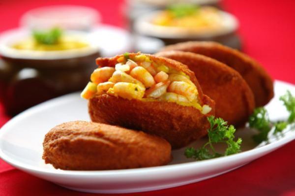 Como fazer acarajé passo a passo. O acarajé é um dos pratos mais aclamados dos baianos. Este petisco é tradicional da Bahia e, apesar de poder ser saboreado em qualquer lugar do mundo, nenhum será tão autêntico quanto aquele preparado...