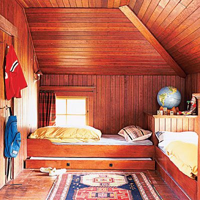 This bed layout would be great for the boys' room-complete with a trundle for sleep-overs!