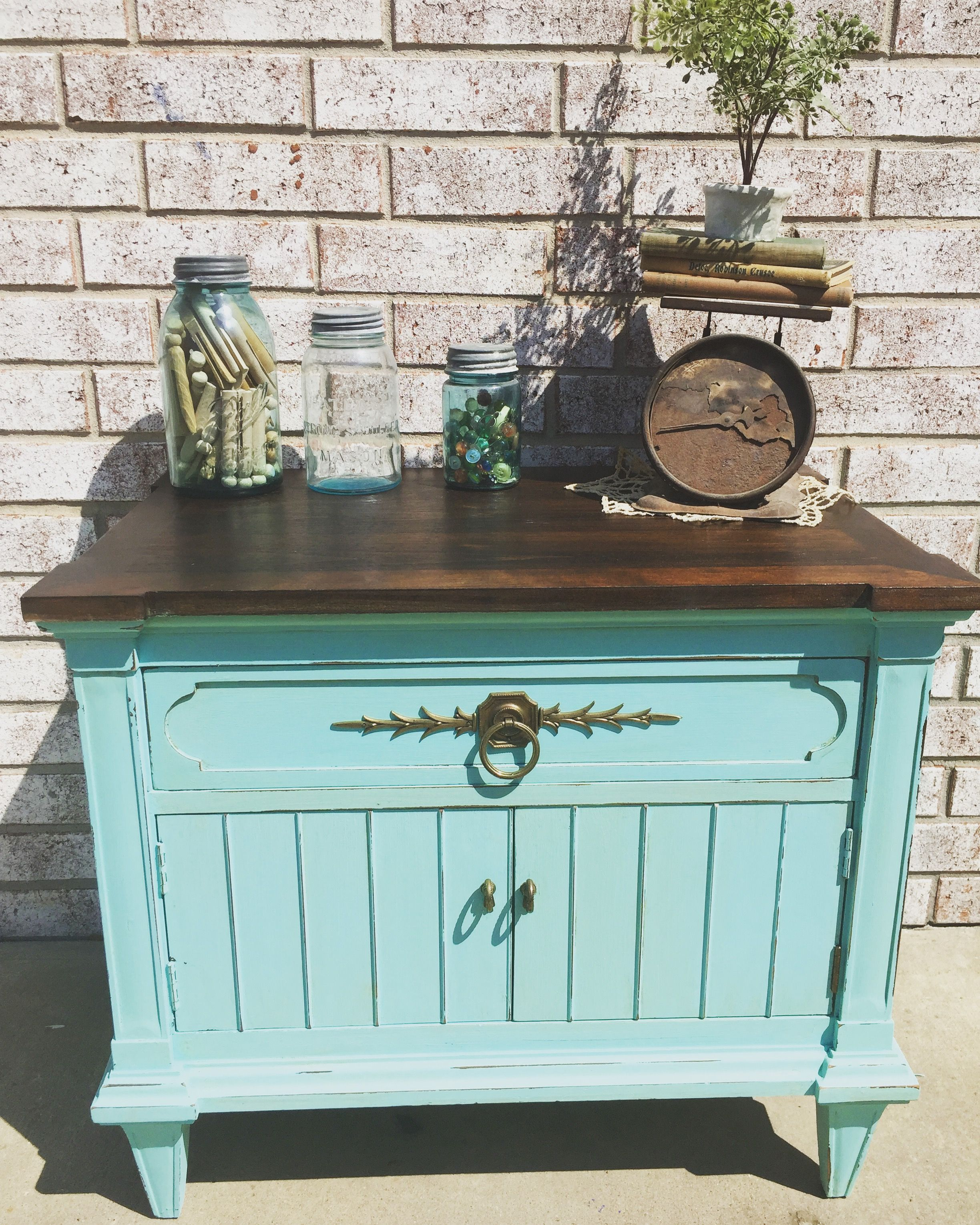 Chalk painted, stained nightstand! | Falegnameria