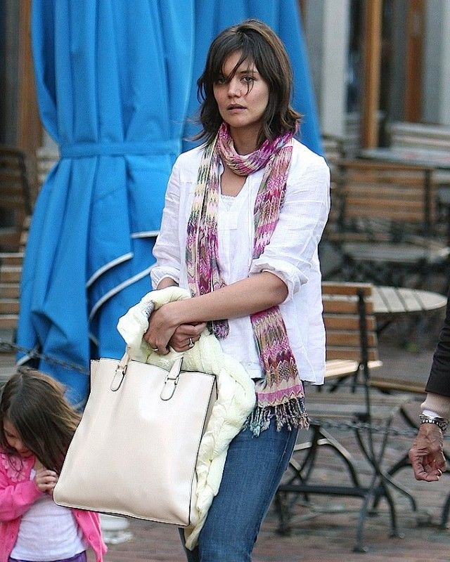889c9a55152 The Many Bags of Katie Holmes