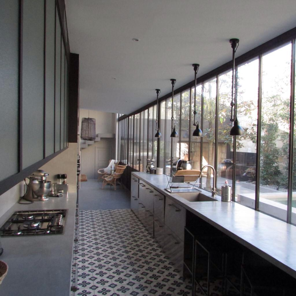 Cuisine En Longueur: Window Wall Opens Up A Long And Thin
