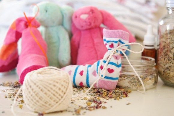 How to Make a Children's Sock Bath Using Herbs