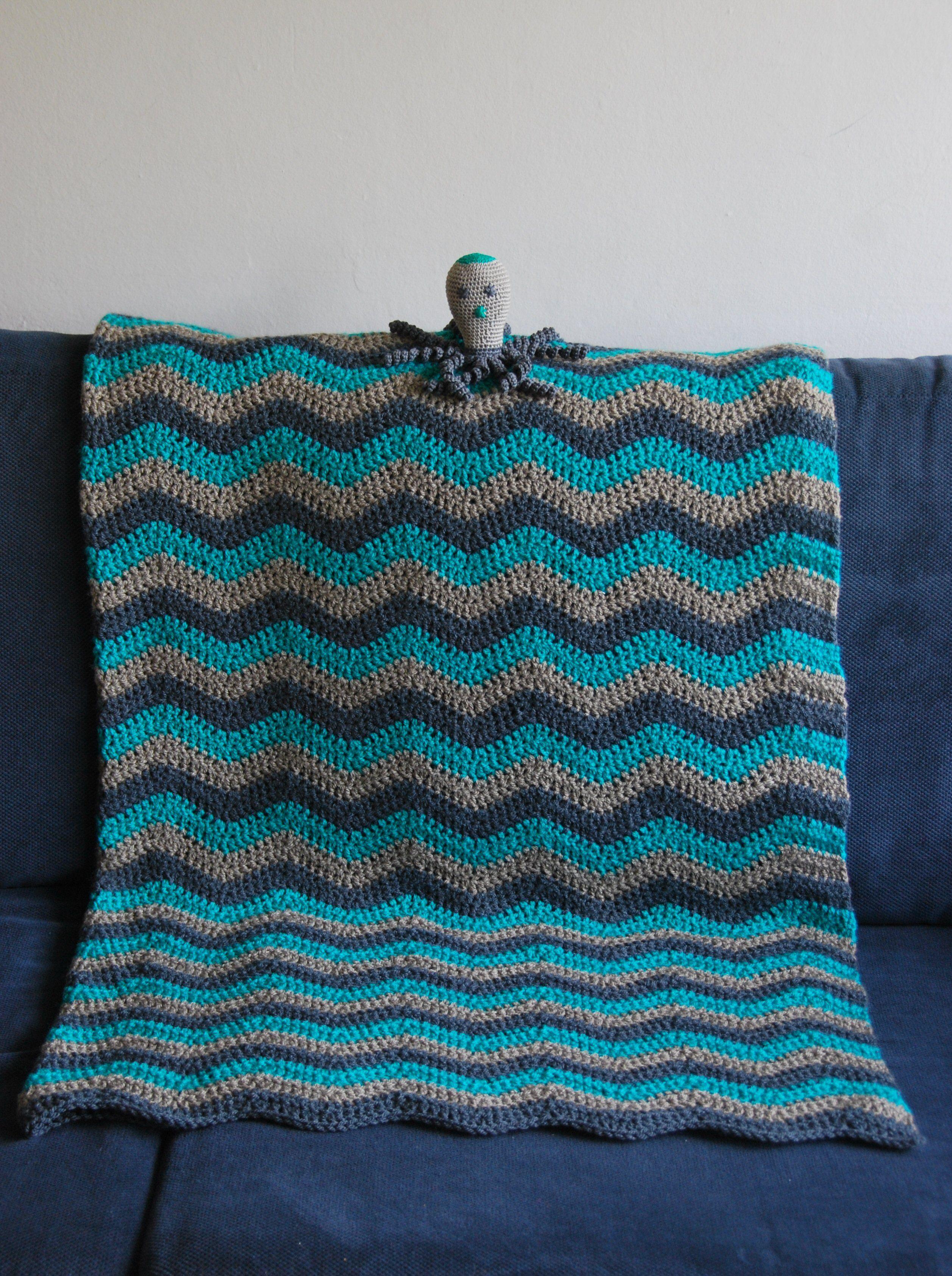 Baby dekentje gehaakt met bijpassende inktvis knuffel. ripple crochet blanket and Squid
