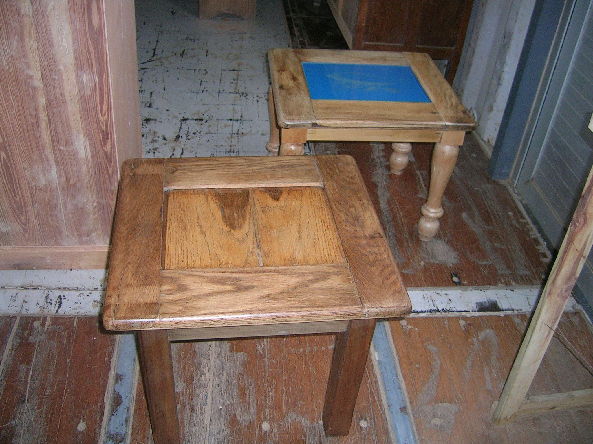 Mesa de Roble hecha reutilizando antiguas puertas de Heladeras Comerciales