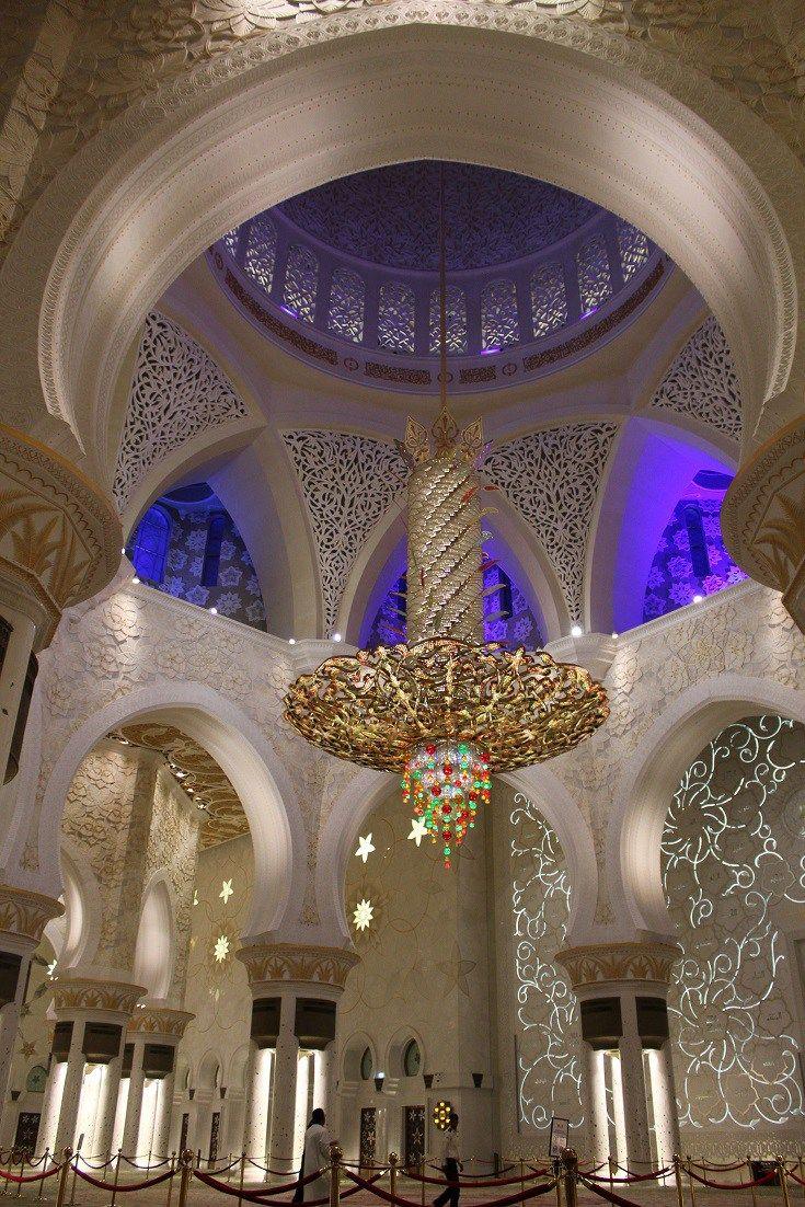 Abu Dhabi Stopover Ideas #UAE #MiddleEast guide: http://www.latinabroad.com/2016/10/12/couchsurfing-abu-dhabi-stopover/  #AbuDhabi #UnitedArabEmirates