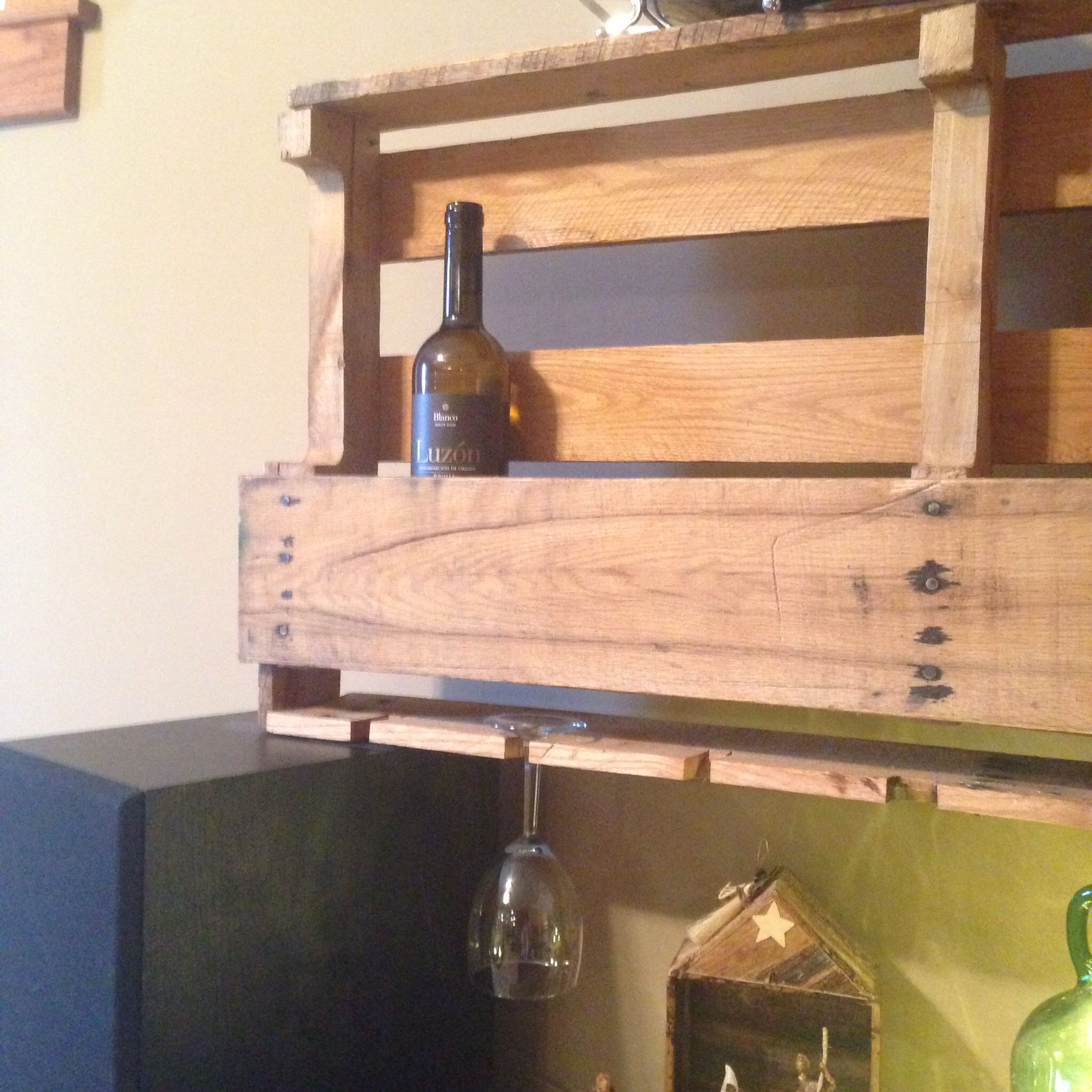 Diy Pallet Wine Shelf