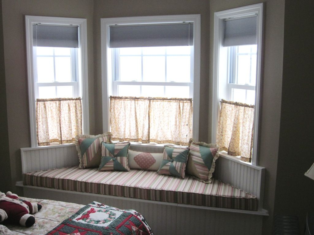 Bay window curtains for living room - Half Way Corner Window Curtain Or Bay Windows With Corner Bench Under Windows Some Throw Pillows