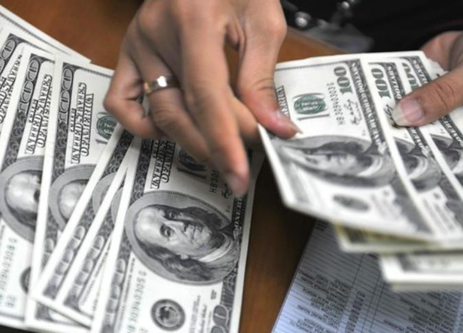 سعر الدوﻻر اليوم الخميس 21 4 2016 في السوق السوداء والبنك المركزي Money Laundering Us Dollars Money