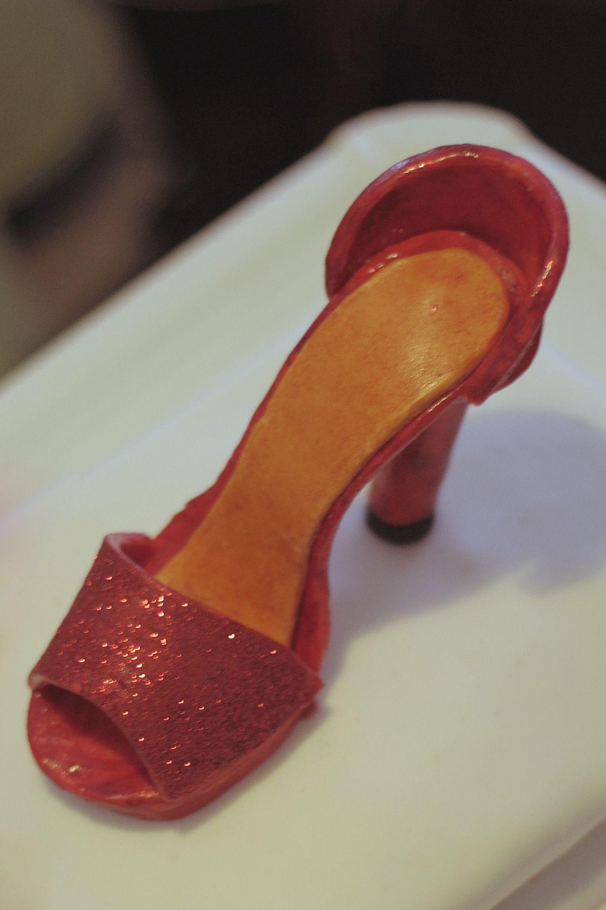 Zapato de tacón de fondant para una tarta de cumpleaños