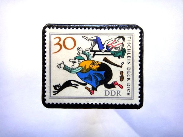旧東ドイツ「童話」切手ブローチ751素材:未使用切手、革 サイズ:32✕38mm(中型)重さ:約6切手面は、剥がれないようコーティングブローチにしてお届け致し...|ハンドメイド、手作り、手仕事品の通販・販売・購入ならCreema。