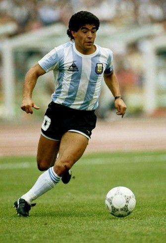 86年メキシコW杯を制した代表は、マラドーナありきのチーム。この「エンガンチェ」中心のチーム作りはアルゼンチンの伝統ともいえる