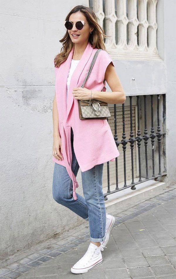 ba8d6c12d Street style look com colete rosa.