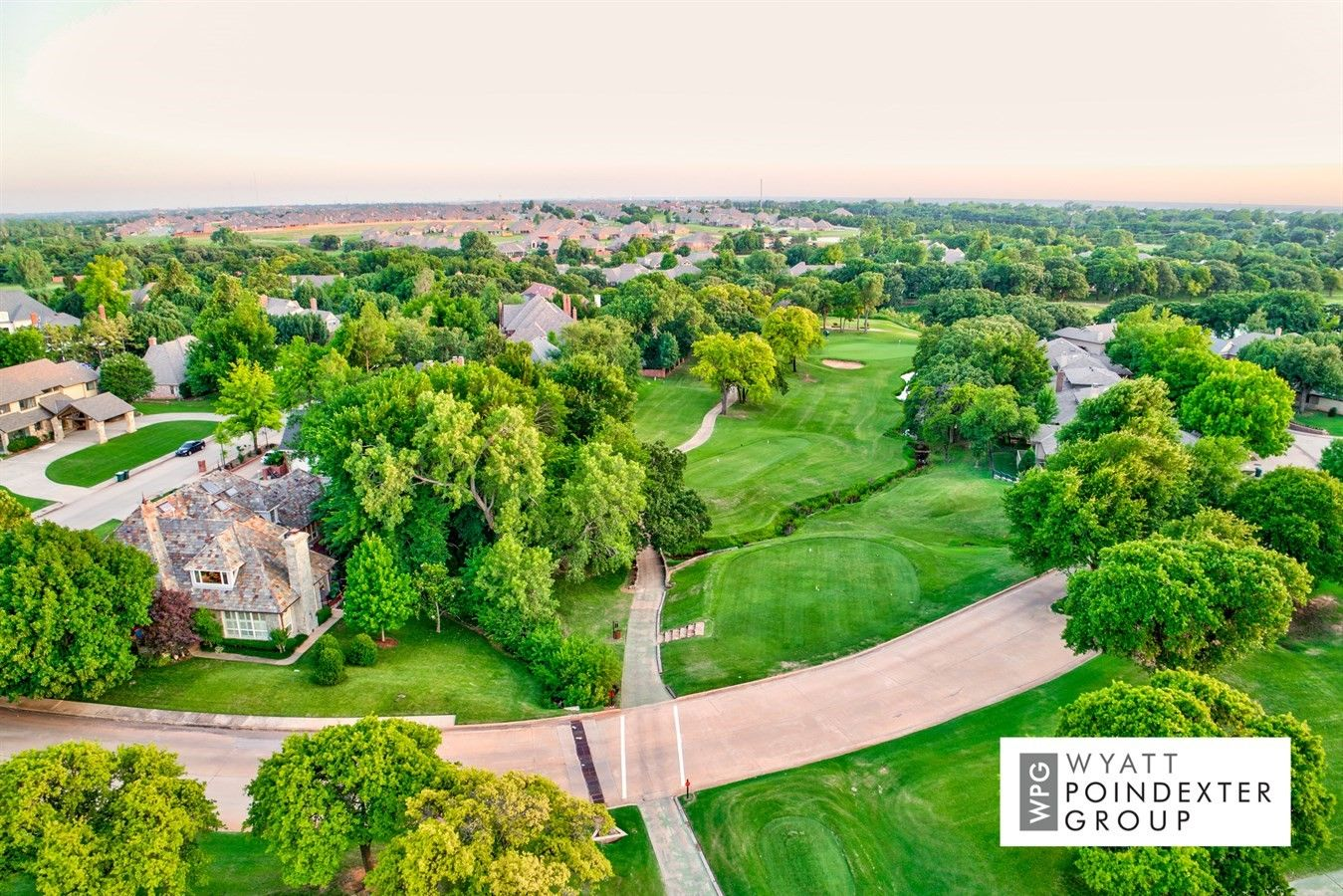 599 000 New Listing In Oak Tree 5721 Country Club Terr Edmond Ok Website Www 5721countryclub Com Golf Course Lot Oak Tree Golf Courses Real Estate