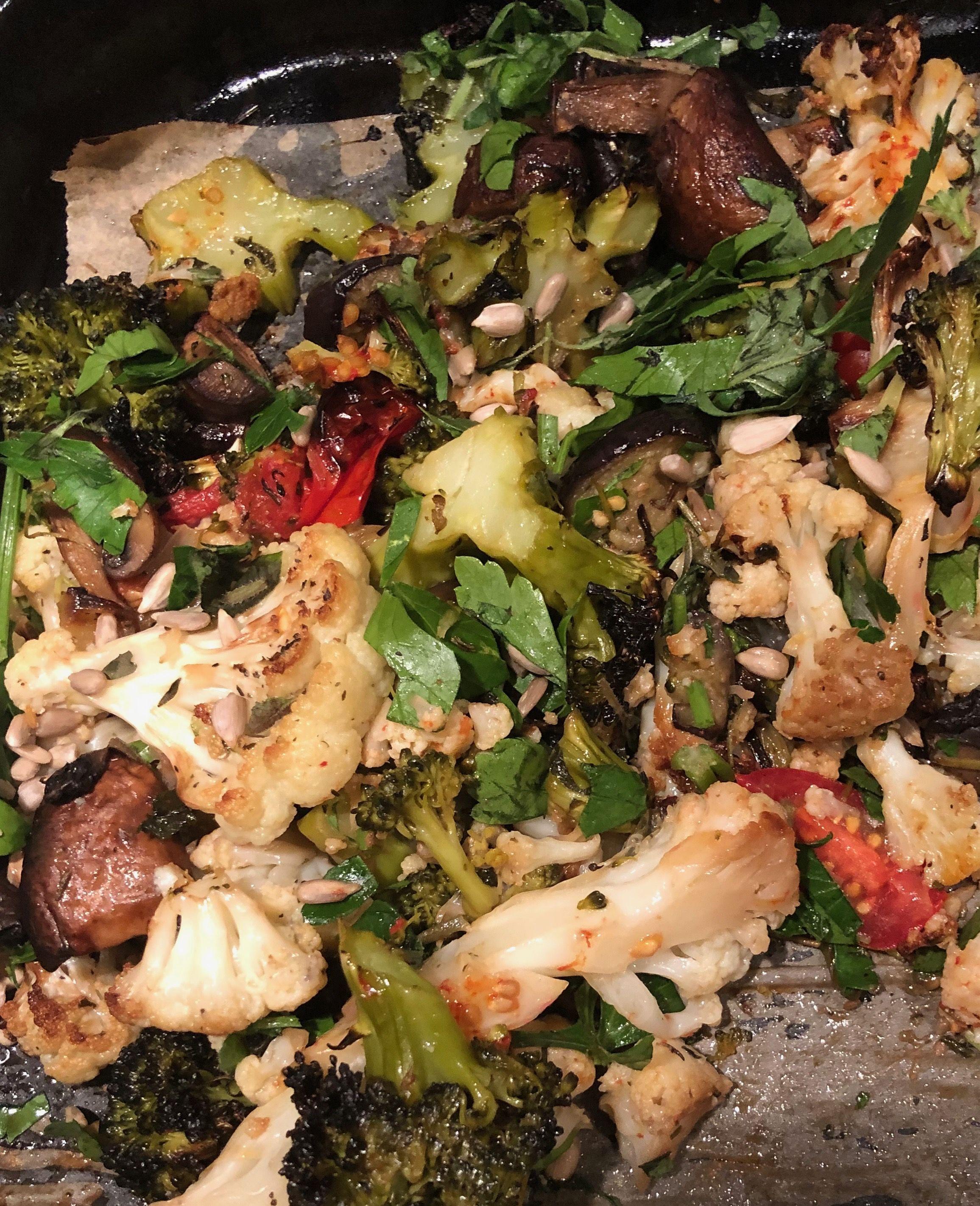 Blomkal Broccoli Farsk Gullok Champinjoner Tomater Aubergine Med Olja Och Salt I Ugn Citron Oregano Fron Och Persilja Efterat Middag Champinjoner Broccoli