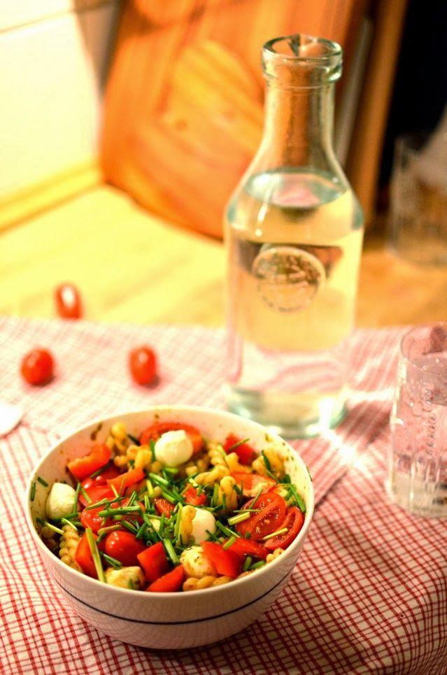 Quick and delicious pasta salad // ajatuksiasaksasta.blogspot.com