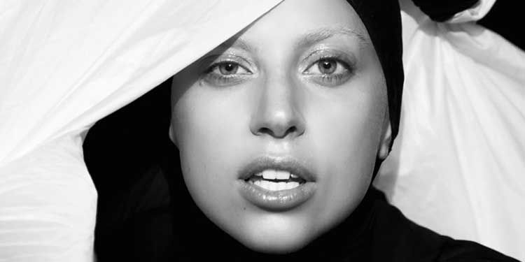 Il 28 marzo 1987 nasceva Lady Gaga. Artista pop tra le più amate del pianeta, all'indubbio talento artistico accompagna uno stile eccentrico che la distingue dai suoi colleghi.