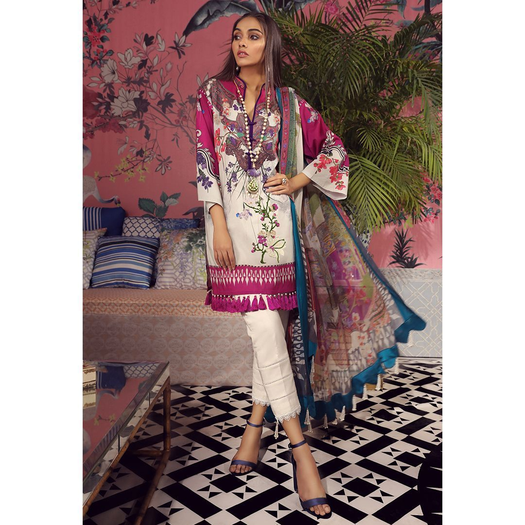 7196ae0180 Original outfit by Sana SafinazSana Safinaz Muzlin Lawn Spring & Summer  collection 2019Three piece stitched embroidered lawn suit.