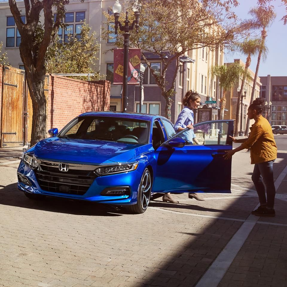 Steal The Spotlight In The Bold And Aerodynamic 2018 Honda Accord Honda Accord New Honda Honda