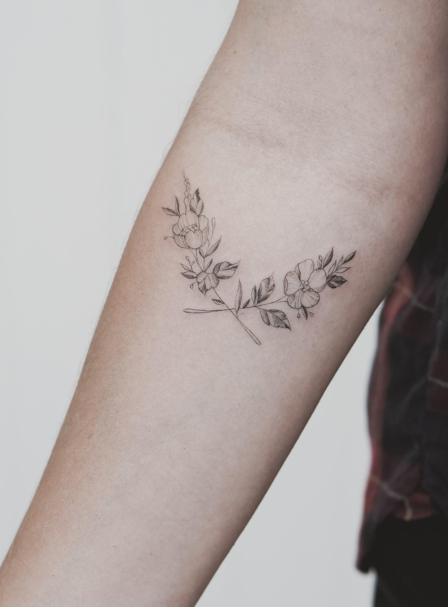 Small Line Tattoo: Tat Tat Tatttted Image By Jasmine Godwin