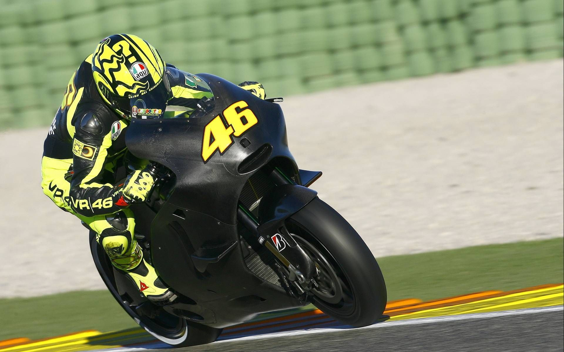 Rossi 46 On Black Bike Wallpaper Motogpic Pinterest Racing