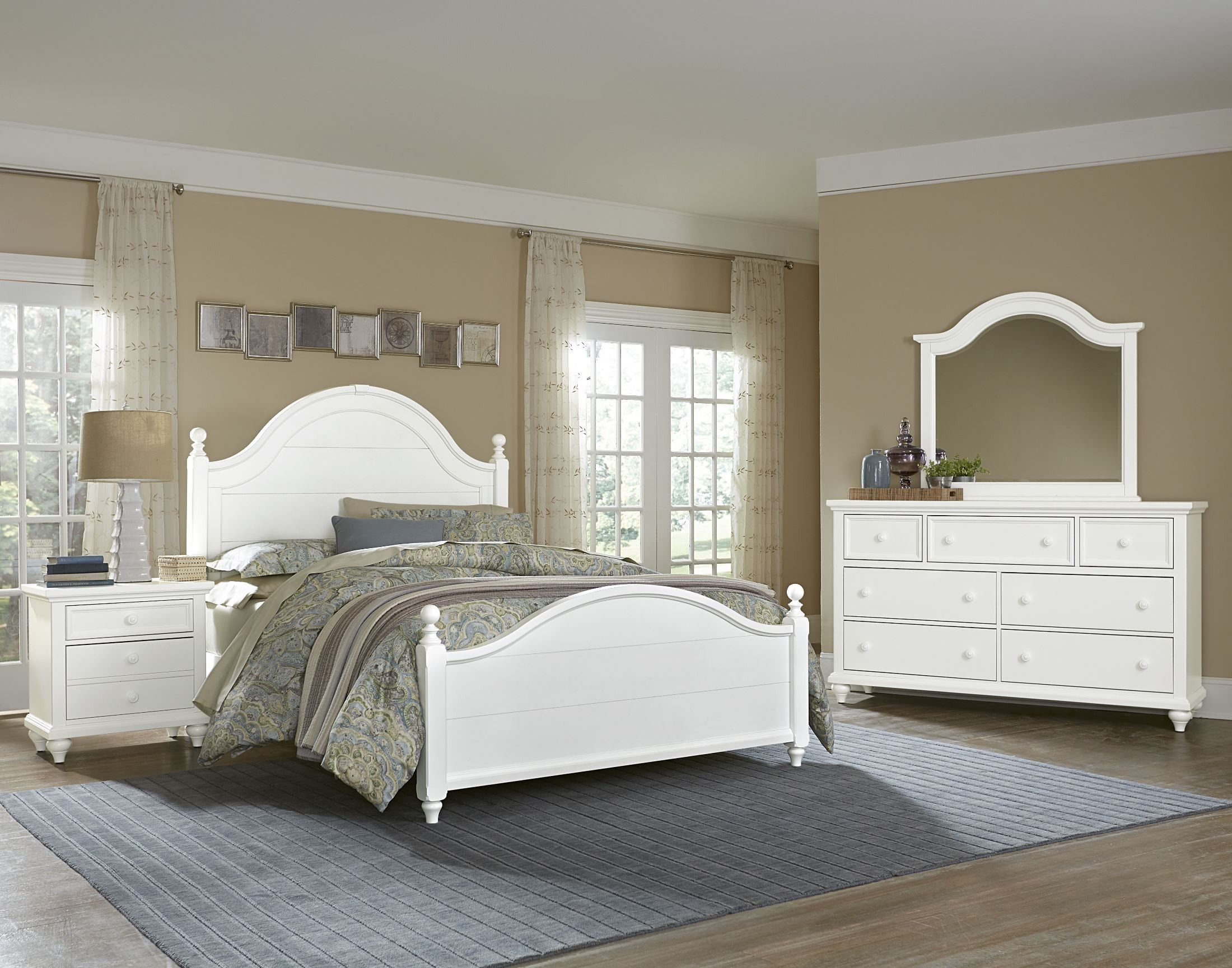 Nantucket Soft White Poster Bedroom Set (With images