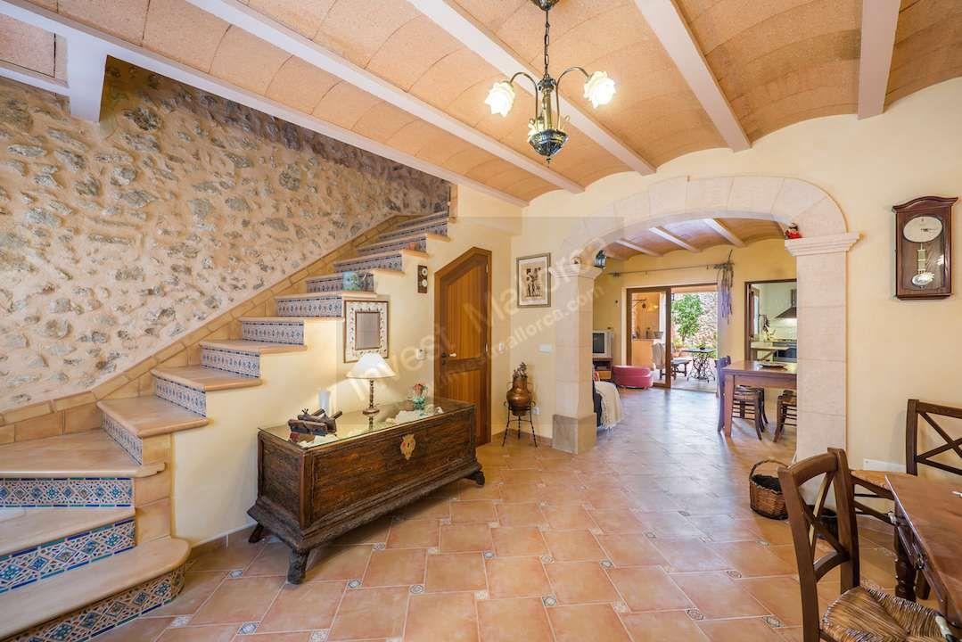 Bonita típica casa de pueblo de piedra,reformada, con estilo y ...